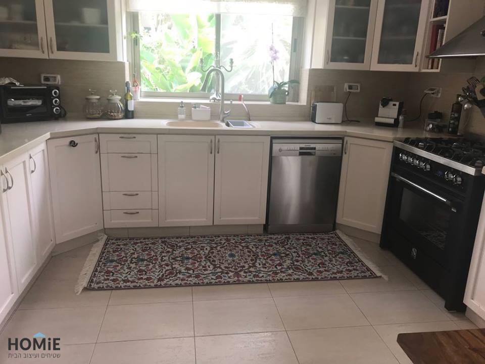שטיח וינטג' סמרקנד צבעוני במטבח של אלה