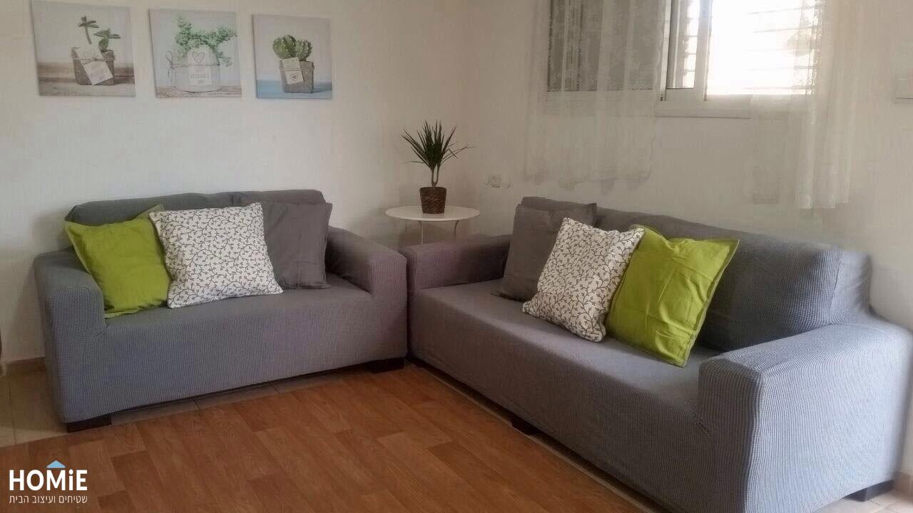 כיסוי סלון אלסטי איכותי בצבע אפור המתאים עצמו לצורה וגודל הסלון