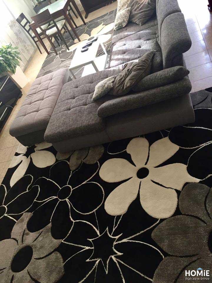 פרוייקט עיצוב בהוד השרון - שטיחים וכריות נוי בסלון
